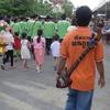 タイ伝統楽器「ピン」を弾く