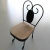 目印のミニチュアの椅子が新しくなりました