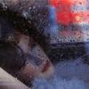 雨の中の女性って、どこか素敵