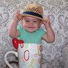 外出時、帽子は絶対に被りたいらしい(1歳3ヶ月)