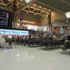 なぜか緊張する航空会社のカウンター前〈いざ出発4〉