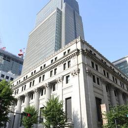 三井住友銀行の新卒初任給はいくら?年代別の年収推移もご紹介