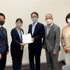 市民の願いを国会へ  日本共産党が署名提出会