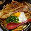【焼麺 劔(つるぎ) @高田馬場】香ばしくてパリパリモチモチ食感の焼麺が特徴的なラーメン屋【目玉焼麺】