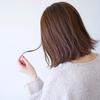 季節によって抜け毛の本数は違うの?その原因と対処法とは
