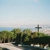 マルセイユの街を見守るシンプルな十字架