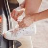適合大人女性的白色球鞋
