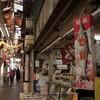 横浜・六角橋商店街(2):現役の木造アーケード商店街を撮る。