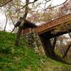 【信玄が三河に侵入】 1571年3月26日 武田信玄が信濃高遠から伊奈口を経て三河に侵入する。高遠は南、すなわち京への出口として拠点化される。勝頼も当初は高遠城主であり、山本勘助によって要塞化された。