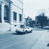 ローマ・ボルゲーゼ美術館横を走るフェラーリディーノ246タルガトップ。