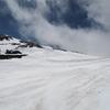 乗鞍岳春山登山バスに乗り、大雪渓から残雪の剣ヶ峰に登る山旅