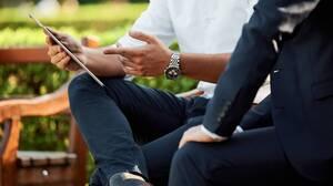 ビジネストークに自信をもつためには?効果的な情報収集とリスニング能力がカギ