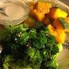 温野菜に鰹出汁タヒニソース、豚とかぼちゃと大根の味噌汁
