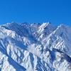 放射冷却で冷えたバーンはカービング日和、北アルプスの絶景が見られた白馬岩岳