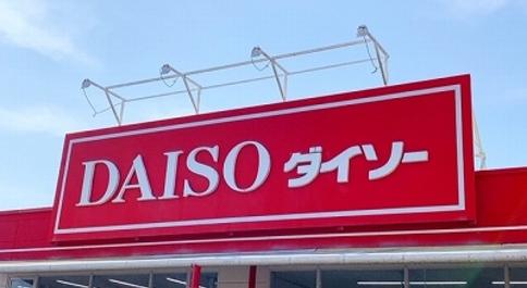 """ダイソーのお菓子コーナーがアツい!オトナ女子も大好きな""""あのキャラ""""のデザートもあるんです♡"""