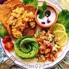 サーモンとアボカドのロミロミサラダとカレー卵ブランパン