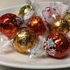 『Lindt』リンツ。手頃な値段で美味しいチョコレート。冬はこれを食べて元気になるのだ。