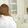 女性用育毛剤さえ使っていれば大丈夫?40代からの抜け毛や薄毛対策により効果的な使い方とは