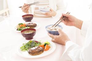 お食事宅配サービスの上手な活用法 介護の食事作りに負担を感じている方へ