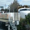 列車内から見る並河駅横の保存車