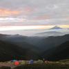北岳山荘前から眺める日本の地理から「牙を研げ」地政学を思う