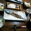 秋刀魚を食べながら悪態をつく
