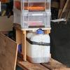 自動車のエアクリーナーを使った天ぷら廃油のろ過装置。