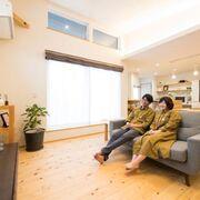 むく床と漆喰仕上げの、自然素材が心地いい家