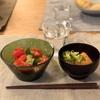 アボカドとトマトのサラダ、おでん、塩おにぎり(こども)