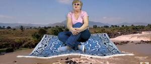 ロシアのおばちゃんYouTuberの動画がシュールすぎて登録者が急上昇中