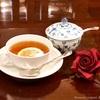 ハイブリッドティーローズ、ついに紅茶との共演を果たす。 〜アダルトな「DARK RED」の魔力〜