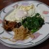 幸運な病のレシピ( 777 )朝:鳥レバ唐揚げ仕立て直し、鶏むねと春菊のゴマソース、汁の仕立て直し、目玉焼き、餃子の餡(夜焼く)