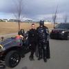 「お仕事は?」バットマンが職質を受けて警察に記念撮影を強要される(カナダ)
