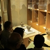 国宝・火焔型土器に質問集中 郷土文化会が新潟・十日町市へ