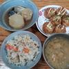 炊き込みご飯と鯖大根とたこ焼きと玉葱の味噌汁
