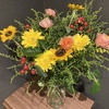 【花を飾る】#19 ヒペリカムとソリダコの花束