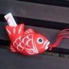 大門・浜松町の芝大神宮で、可愛い鯉の「恋みくじ」を引く