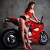バイクのプロモーション画像に一緒に映っているのはなぜ女性ばかりなのか
