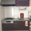 食器棚のないキッチン。キッチン上の棚の中を断捨離中です。