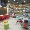 オフィスに図書館。質の高いインプットを支援