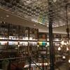 渋谷駅近くのWIRED CAFE 1999で本に囲まれるひと時。