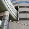 ビルを貫通している阪神高速。TKPゲートタワービルことTKPガーデンシティ大阪梅田を近くで撮ったぜ!【福島区】