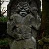 ユニークな表情をうかべる浮彫りの仁王像 大分県豊後高田市上香々地