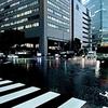 ★大阪駅前の濡れた路面