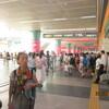 モラエスの故地を訪ねて(110)深圳駅前で。