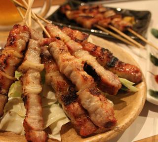 福岡名物「豚バラ」は世界に通用する!路地裏の名店「BUTABARA TO THE WORLD」で溢れ出る肉汁に圧倒されてきた