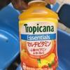 野菜ジュースが飲みたくて、トロピカーナマルチビタミンを自販機で買った。 薬臭いので、好みじゃない!