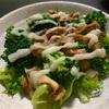 フリルレタスでサラダ作り。植物性100パーセントのマヨネーズも作りました。