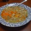 幸運な病のレシピ( 215 ) 朝 : 玉ねぎ+煮豚+人参+卵+昨日の汁のスープのコゴリ、キャベツみそ汁。