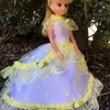 黄色のドットのドレス